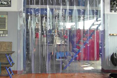 PVC Streifenvorhang am Hallentor