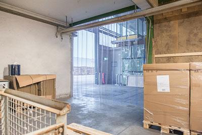 Lagerraum mit einem PVC Streifenvorhang abgetrennt